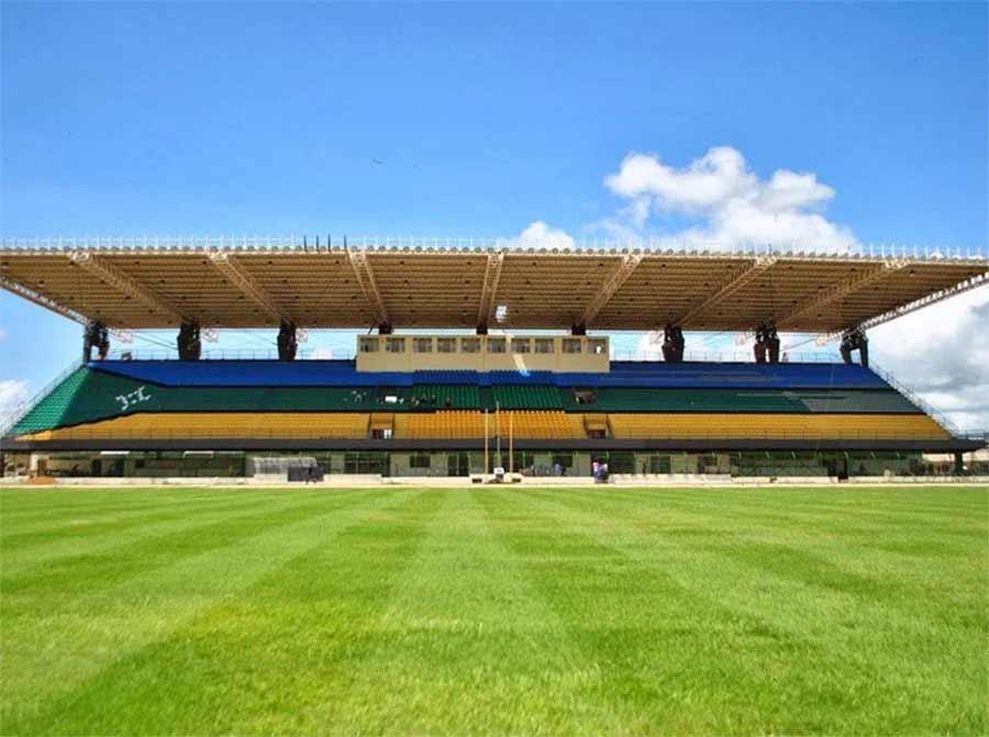 Die Mittellinie dieses Fußballstadions liegt exakt auf dem Äquator Estadio-Zerao_03