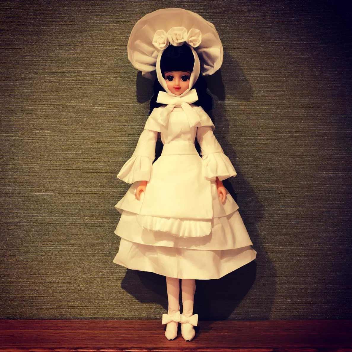 Puppenkleider aus Klopapier und Taschentüchern Jian-Yang-Puppenkleider-aus-Papier_04