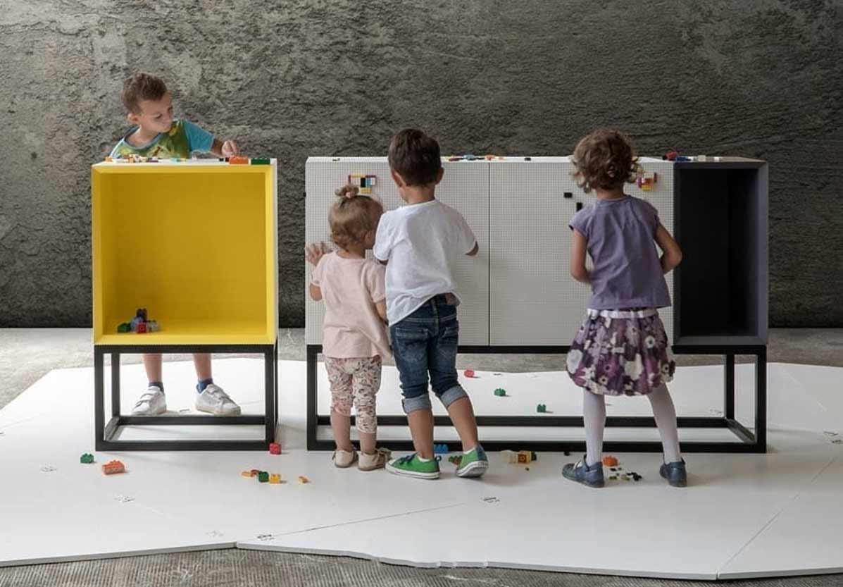 An diesen Möbeln kann man LEGO anbringen Lego-moebel-stueda-studio-nine-Corian_04