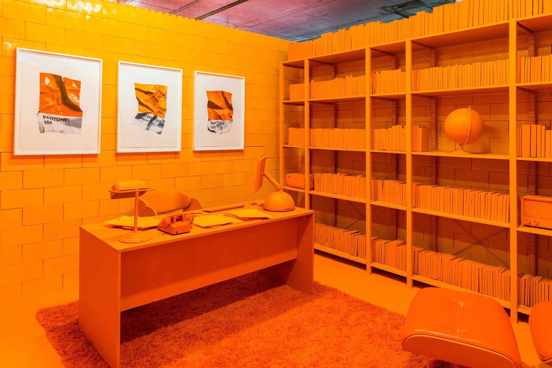 Ein Raum, eine Farbe Monochrome_CJ-Hendry_02