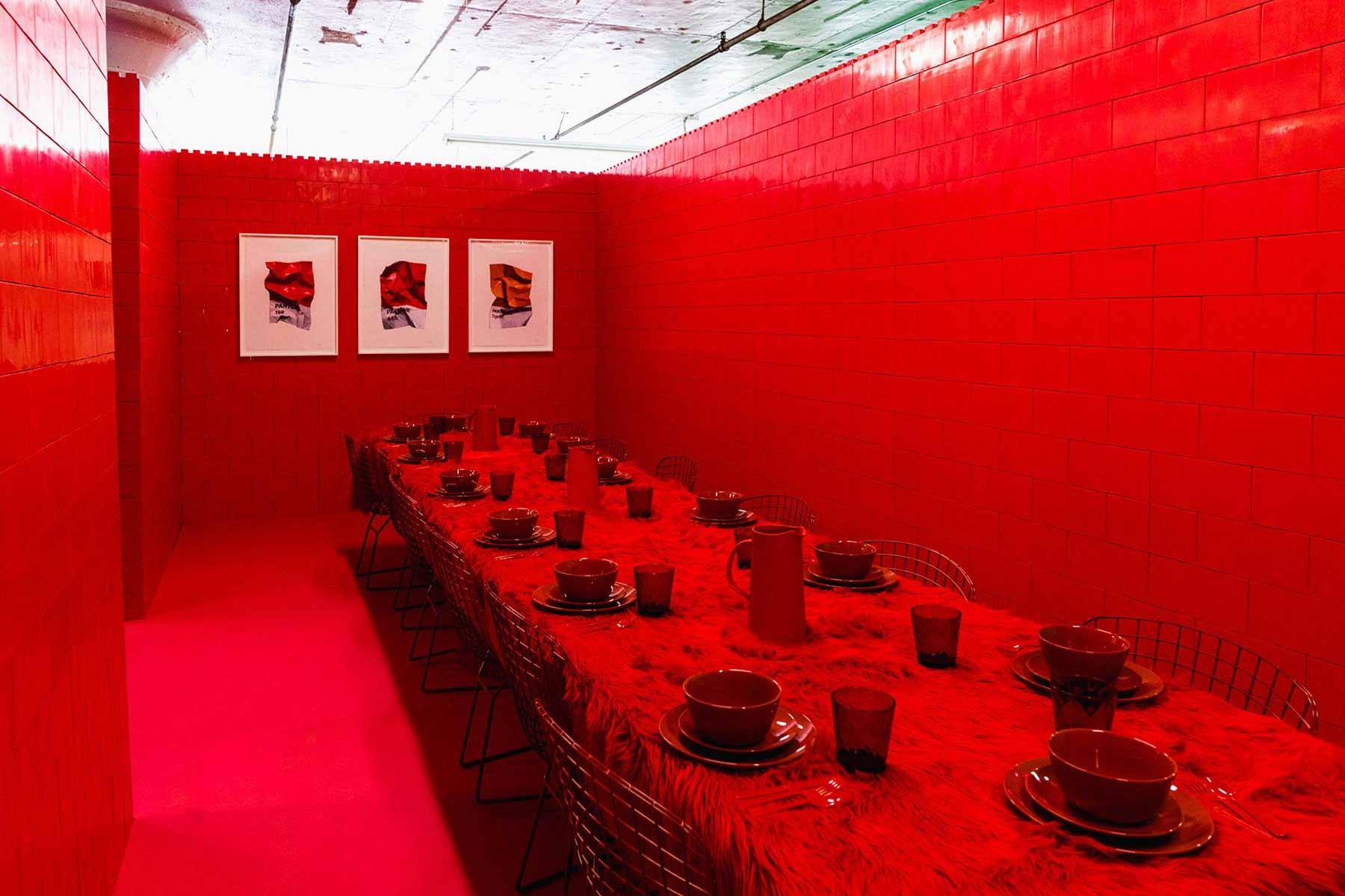 Ein Raum, eine Farbe Monochrome_CJ-Hendry_06