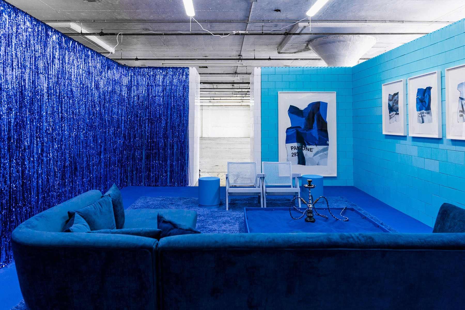 Ein Raum, eine Farbe Monochrome_CJ-Hendry_08