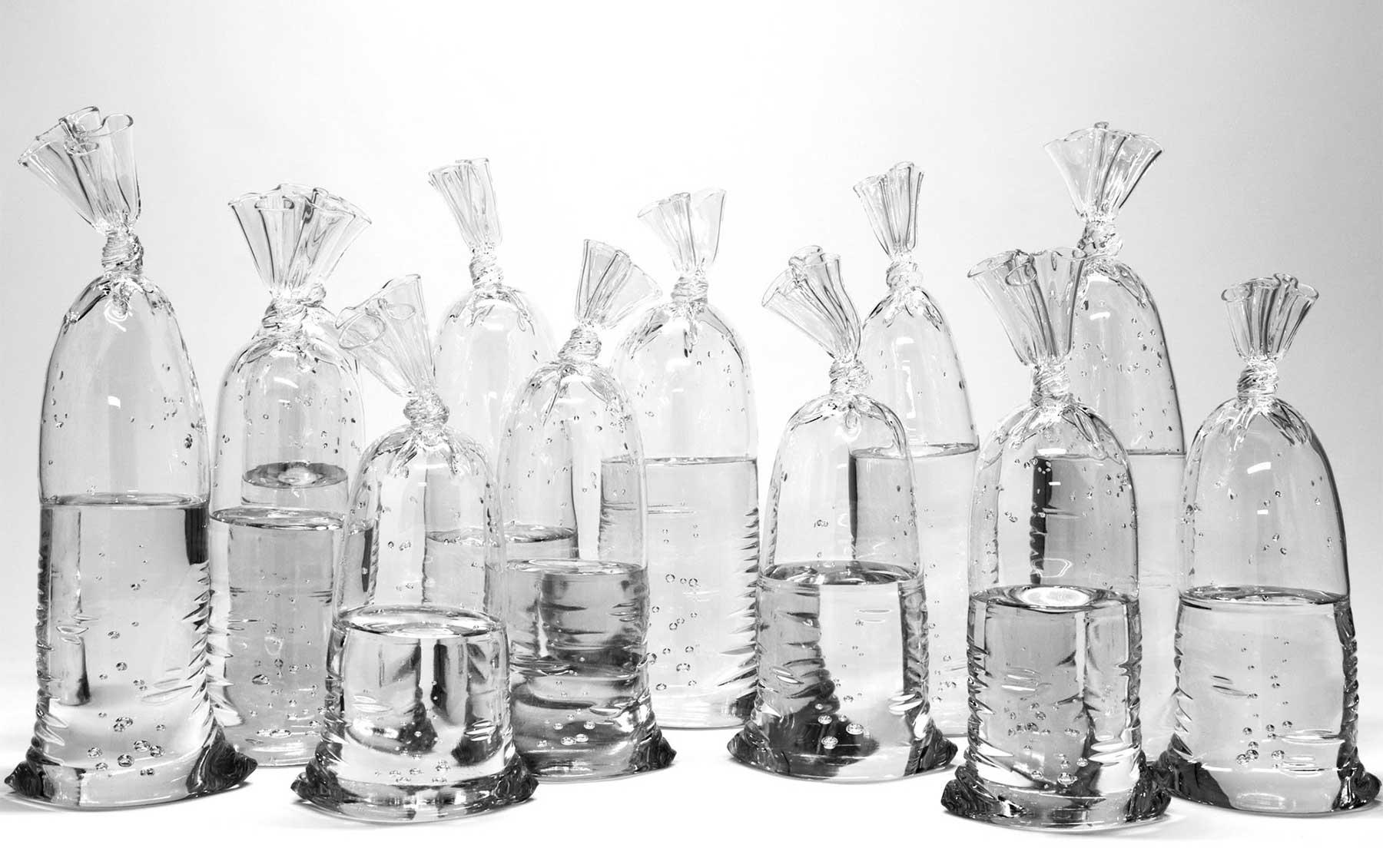 Aus Glas geblasene Plastikbeutel glasskulpturen-plastikbeutel-wasser-Dylan-Martinez_04