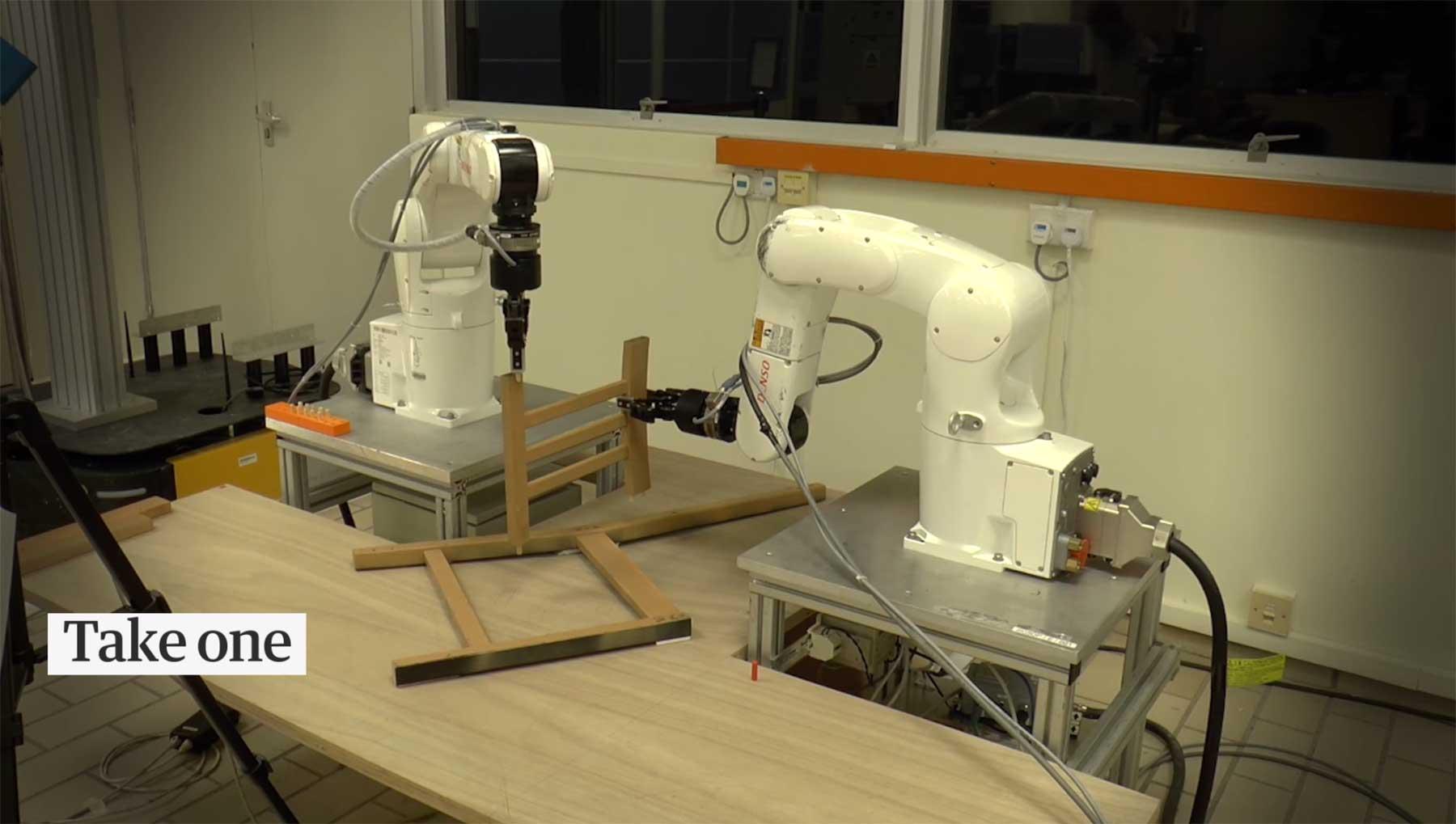Roboter bauen einen IKEA-Stuhl zusammen roboter-bauen-ikea-auf