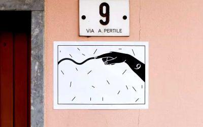 Stopmotion-Geschichte aus an Wände geklebten Zetteln
