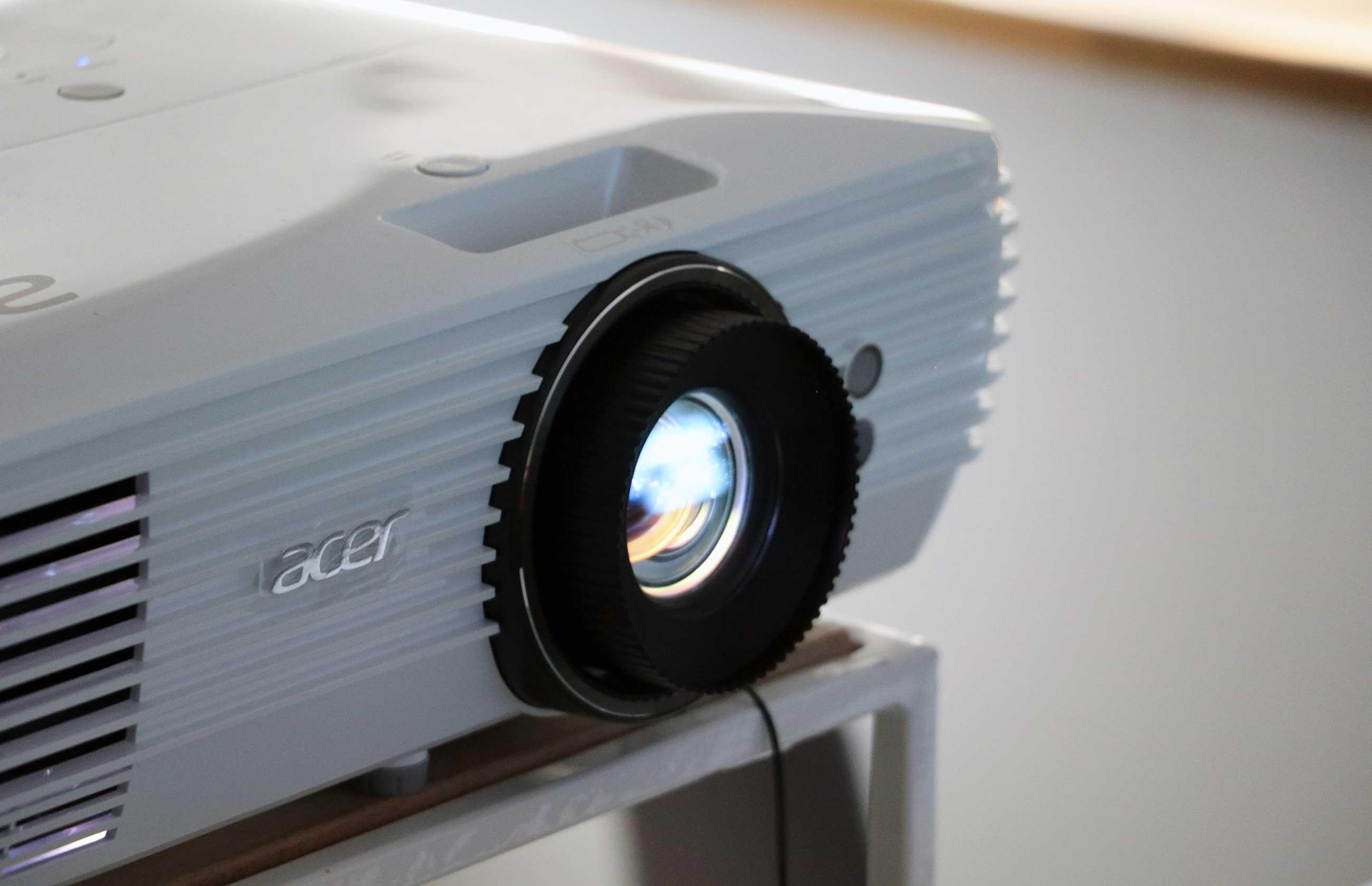 Verlosung: Acer M550 UHD-Beamer im Wert von 1.699 Euro