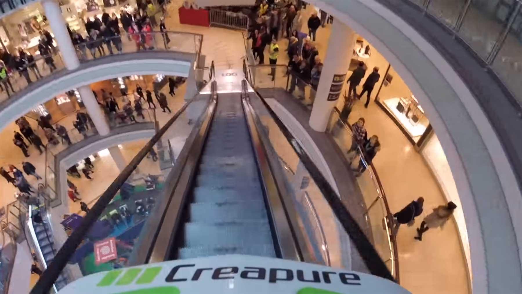 Mit dem Mountainbike durchs Einkaufszentrum rasen