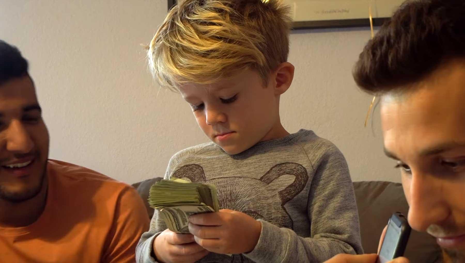 6-Jähriger bekommt 1.000$ und darf einen Tag machen, was er will