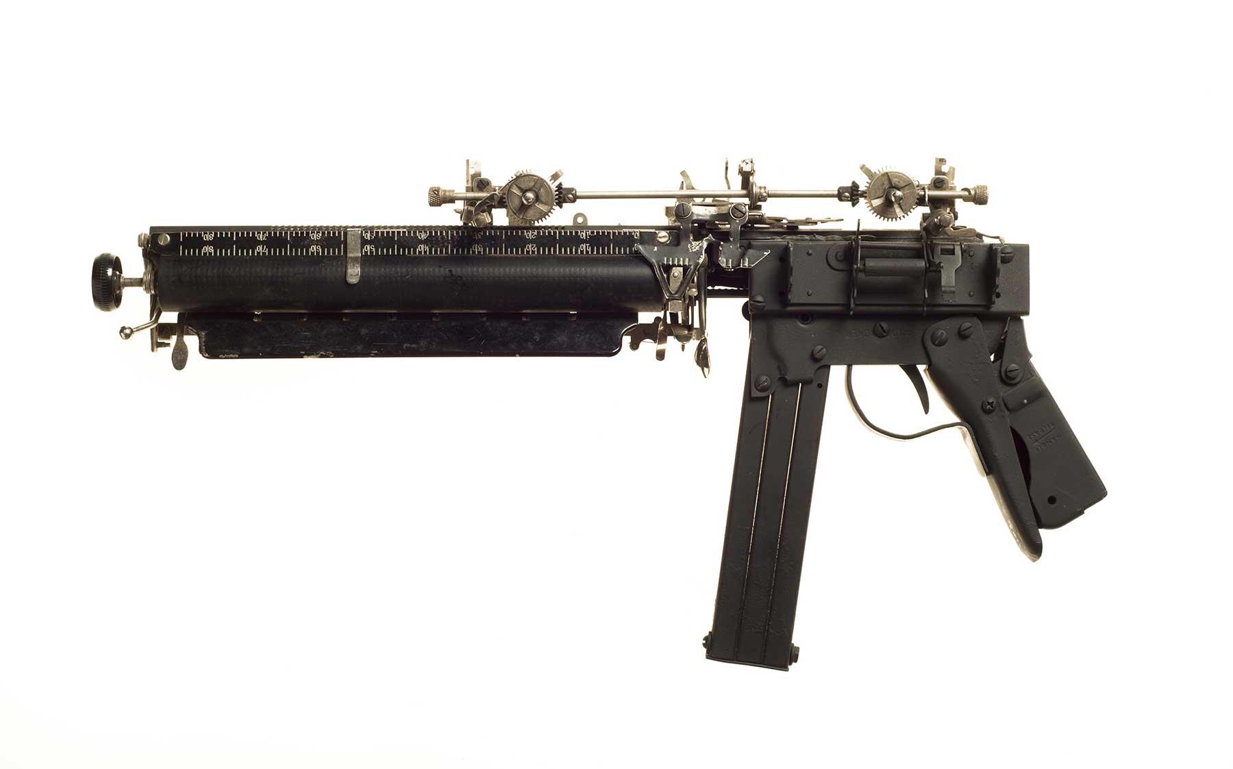Waffen aus Schreibmaschinen