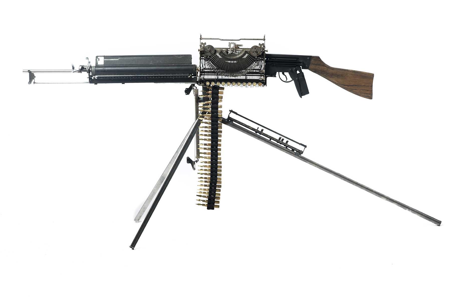 Waffen aus Schreibmaschinen Ravi-Zupa-Mightier-Than-Schreibmaschinenwaffen_02