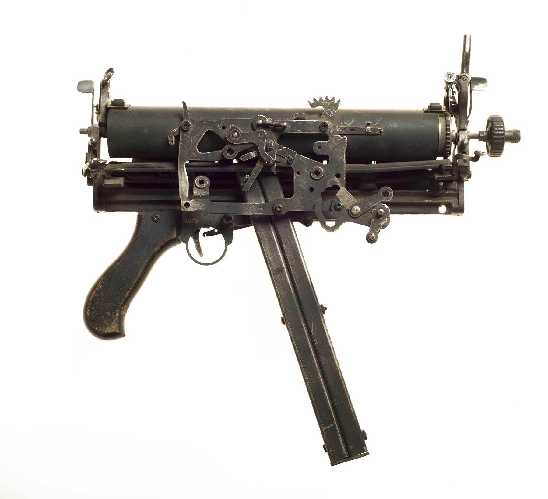 Waffen aus Schreibmaschinen Ravi-Zupa-Mightier-Than-Schreibmaschinenwaffen_04
