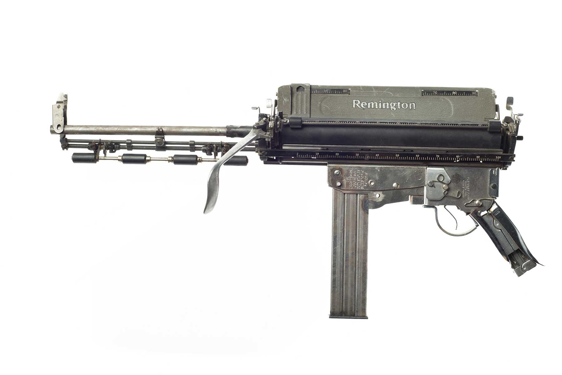 Waffen aus Schreibmaschinen Ravi-Zupa-Mightier-Than-Schreibmaschinenwaffen_05