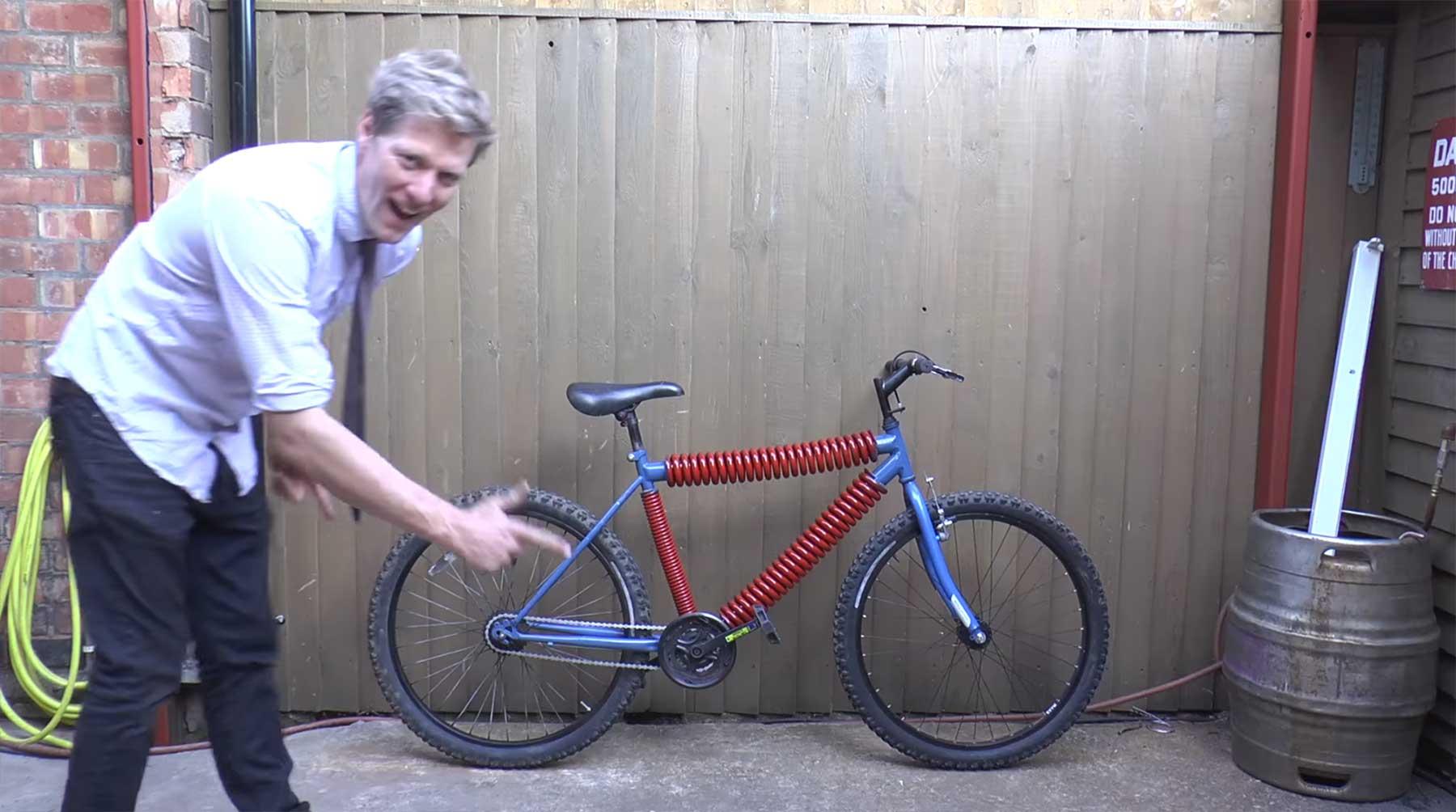 Fahrrad mit Sprungfedern als Rahmen