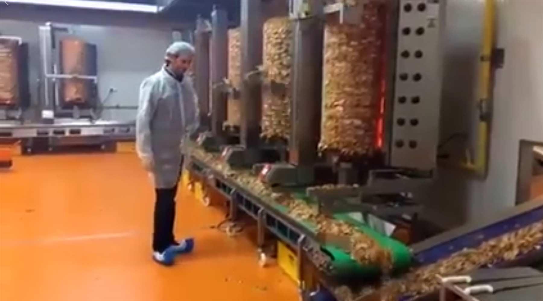 Ein befremdlicher Blick in die industrielle Döner-Produktion industrielle-doenerfleisch-ernte