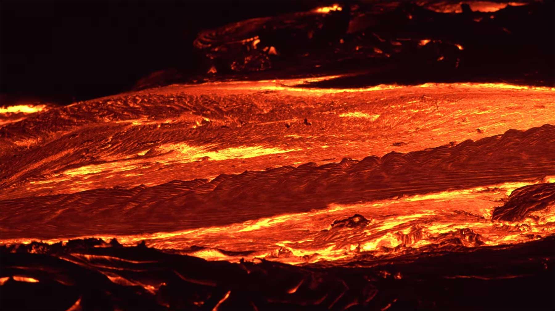 Lava im nächtlichen 4K-Zeitraffer