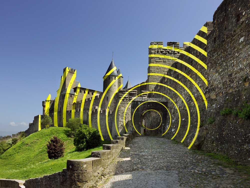 Carcassonne ist jetzt eine gelbe Zielscheibe Felice-Varini_Concentric-Concentric_01