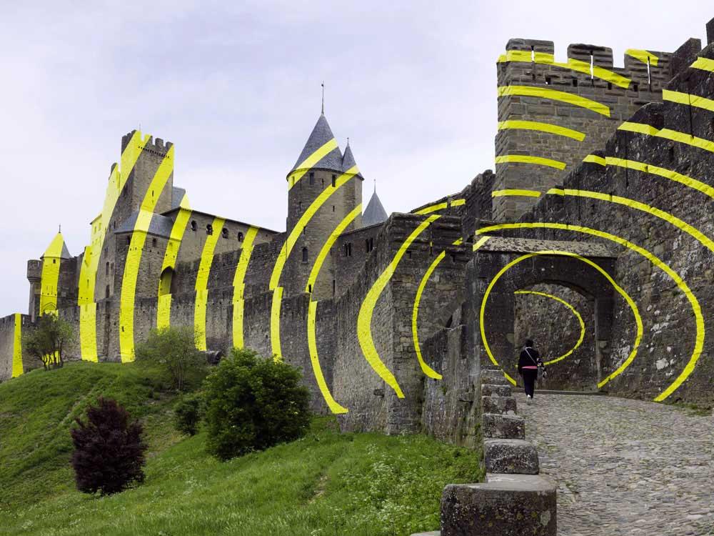 Carcassonne ist jetzt eine gelbe Zielscheibe Felice-Varini_Concentric-Concentric_03