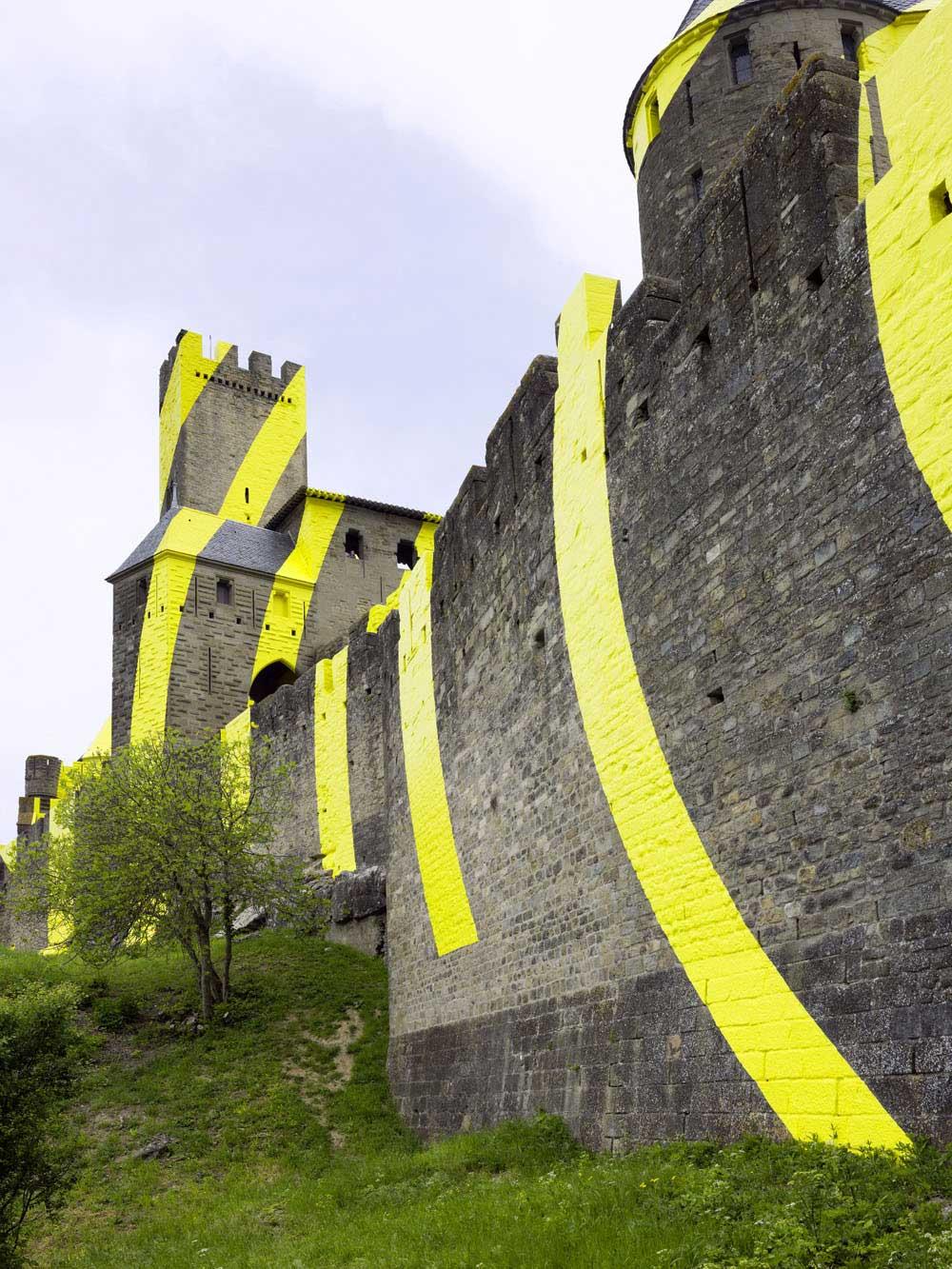 Carcassonne ist jetzt eine gelbe Zielscheibe Felice-Varini_Concentric-Concentric_05