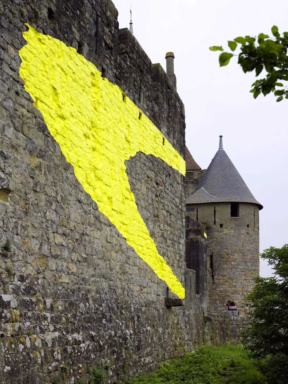 Carcassonne ist jetzt eine gelbe Zielscheibe Felice-Varini_Concentric-Concentric_07