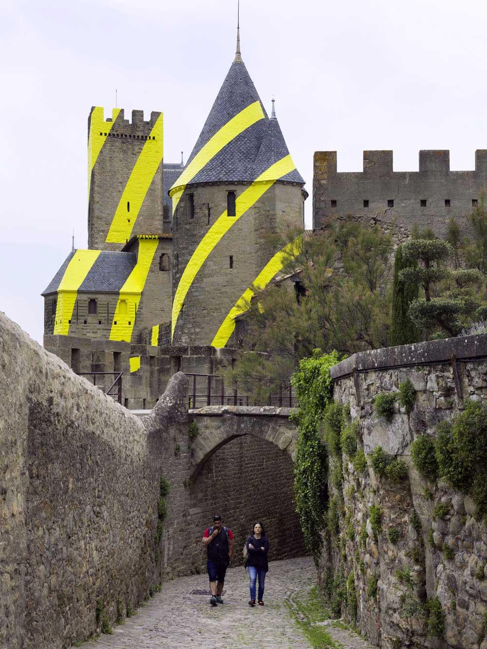 Carcassonne ist jetzt eine gelbe Zielscheibe Felice-Varini_Concentric-Concentric_08