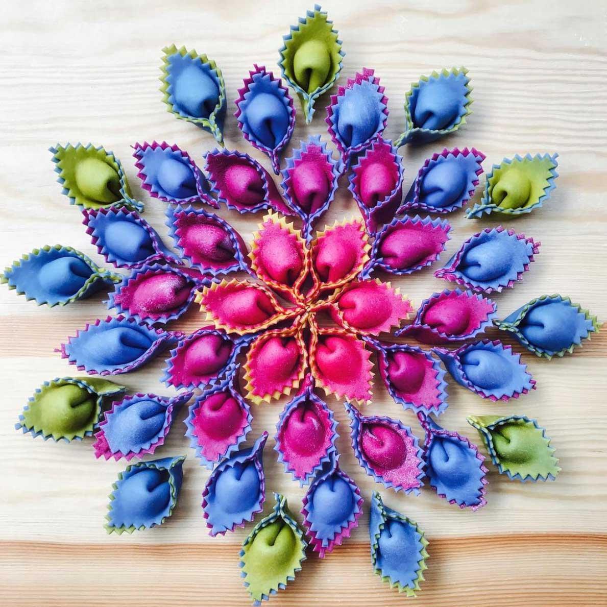 Farbenfrohe Pasta-Kunst von Linda Miller Nicholson