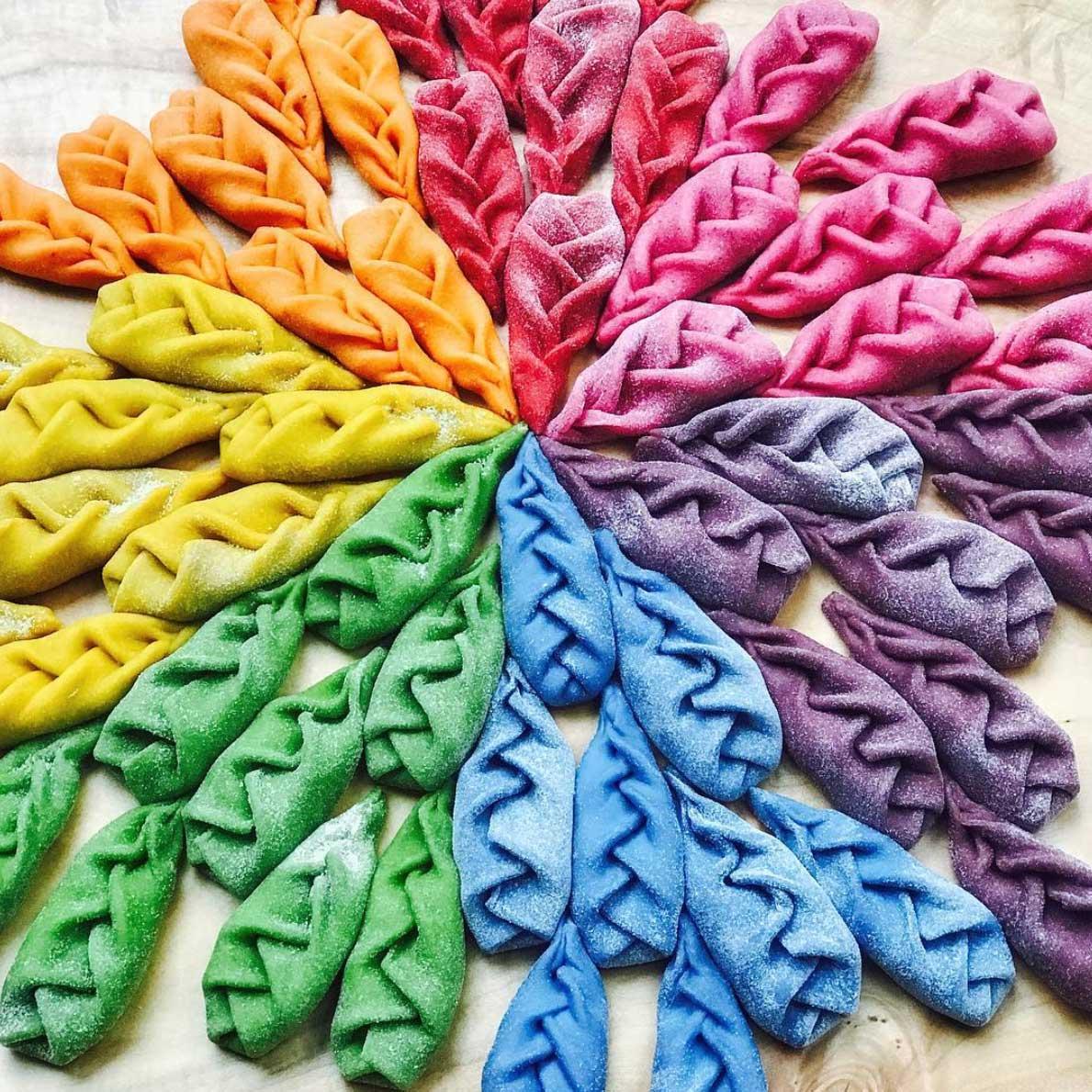 Farbenfrohe Pasta-Kunst von Linda Miller Nicholson Linda-Miller-Nicholson-Past-Pretty-Please_11