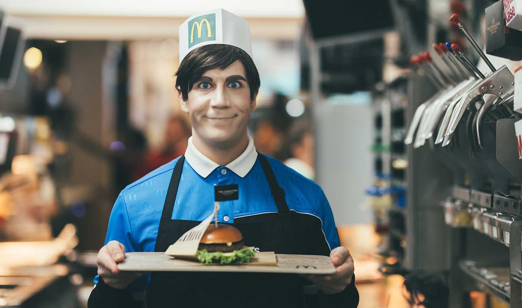 Experiment: Sind Roboter die Zukunft bei McDonald's? McDonalds-Android-Andi_02