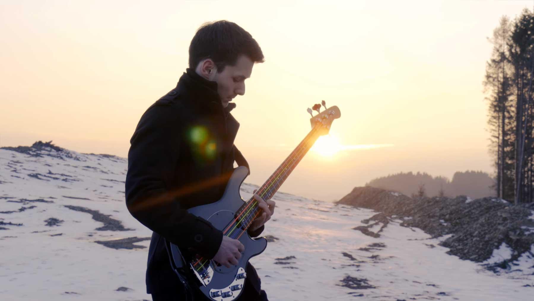 TommyLeeDepp spielt total tolle Bass-Cover bekannter Rocksongs TommyLeeDepp-Bass-Cover