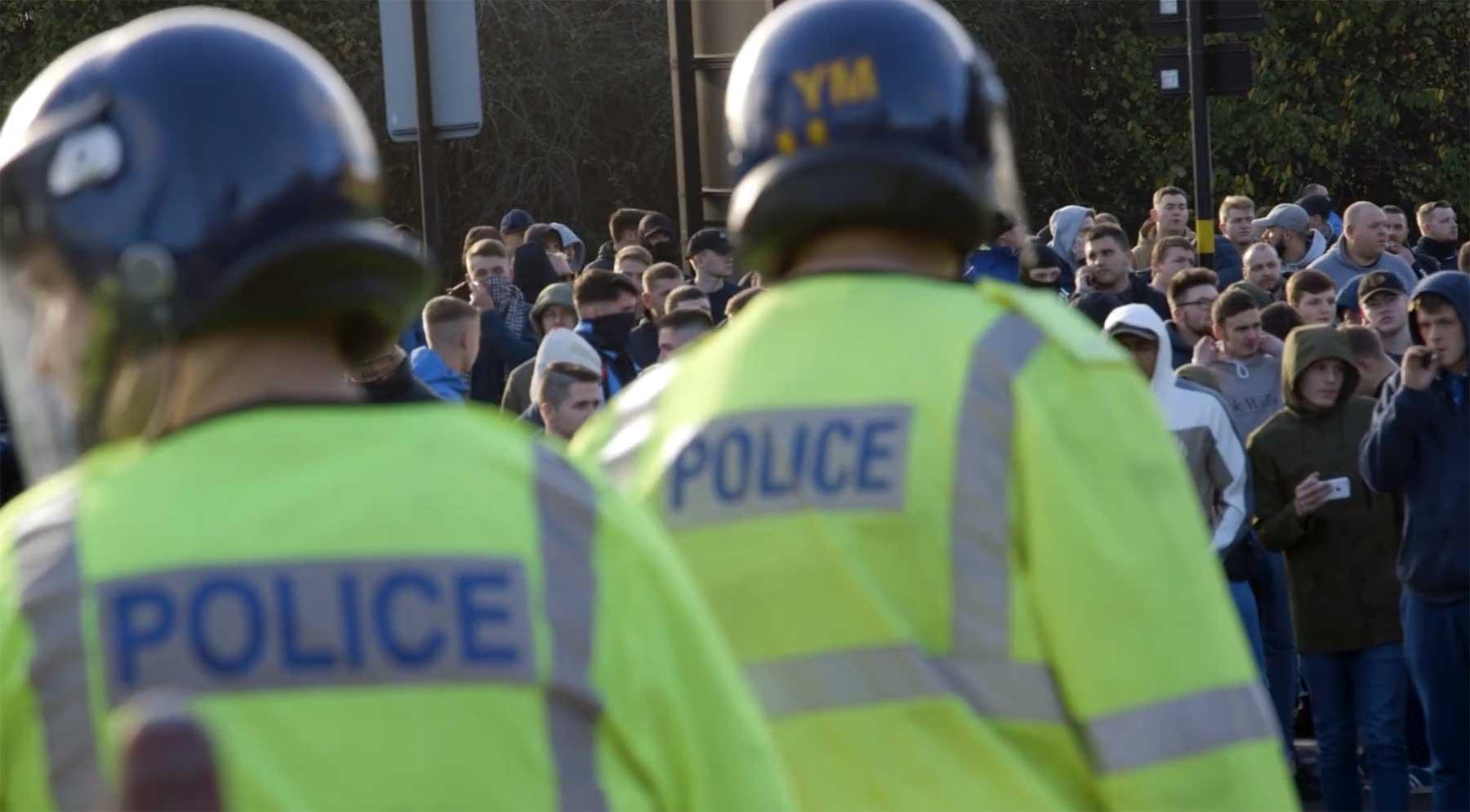 Polizeidoku über Einsätze im englischen Fußball