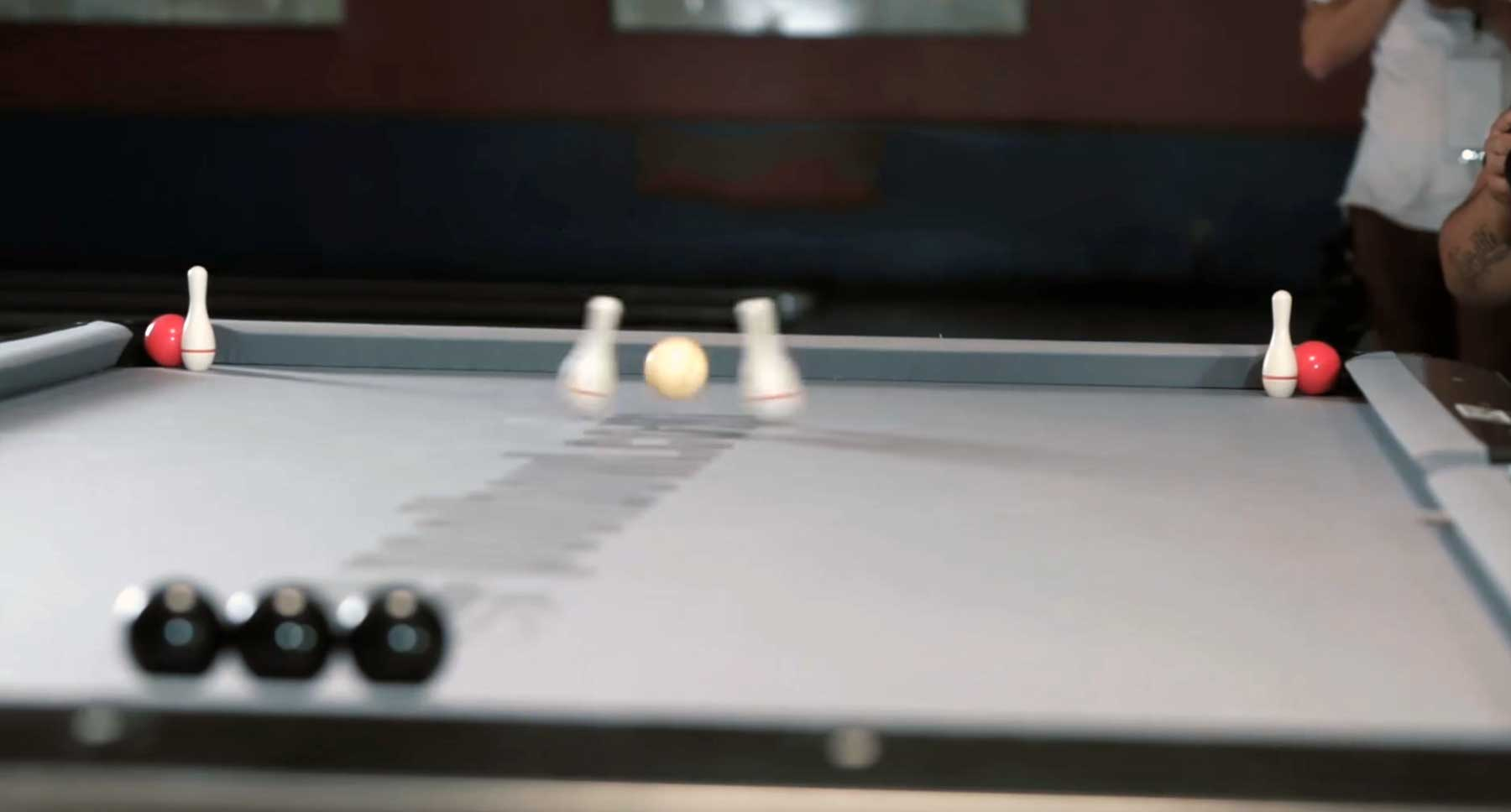 Bowling trifft Billard in diesem epischen Trickshot-Video poolbowl-trick-shots