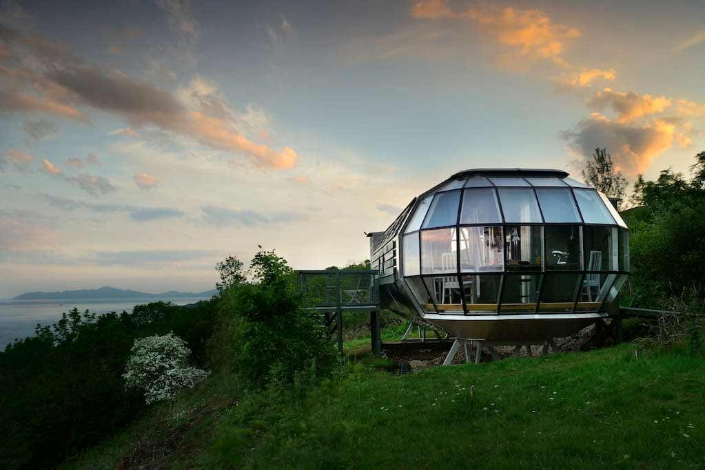 U-Boot-Haus inmitten der schottischen Highlands Airship-Roderick-James-Architects_02