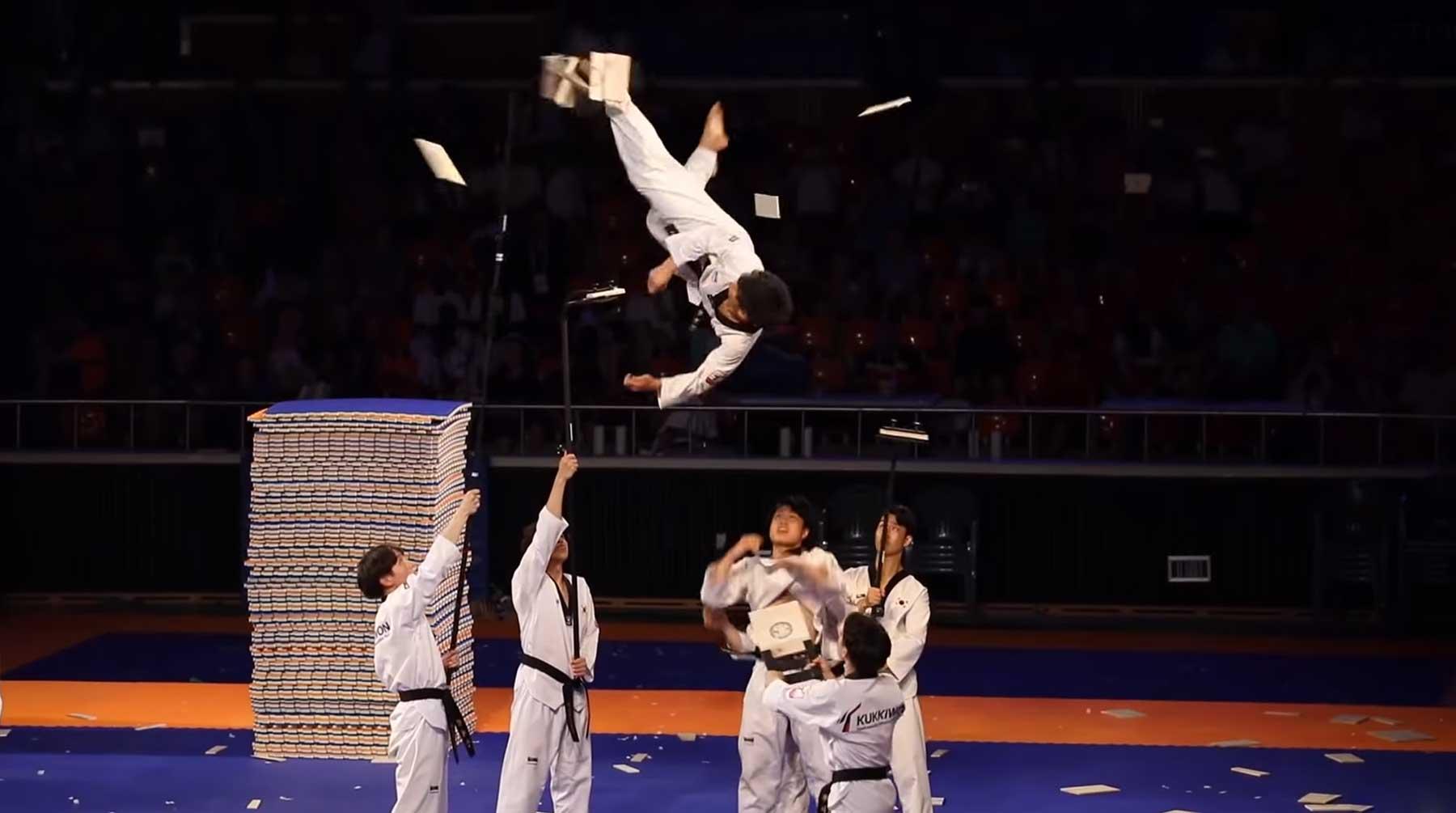 Beeindruckend akrobatische Taekwondo-Show
