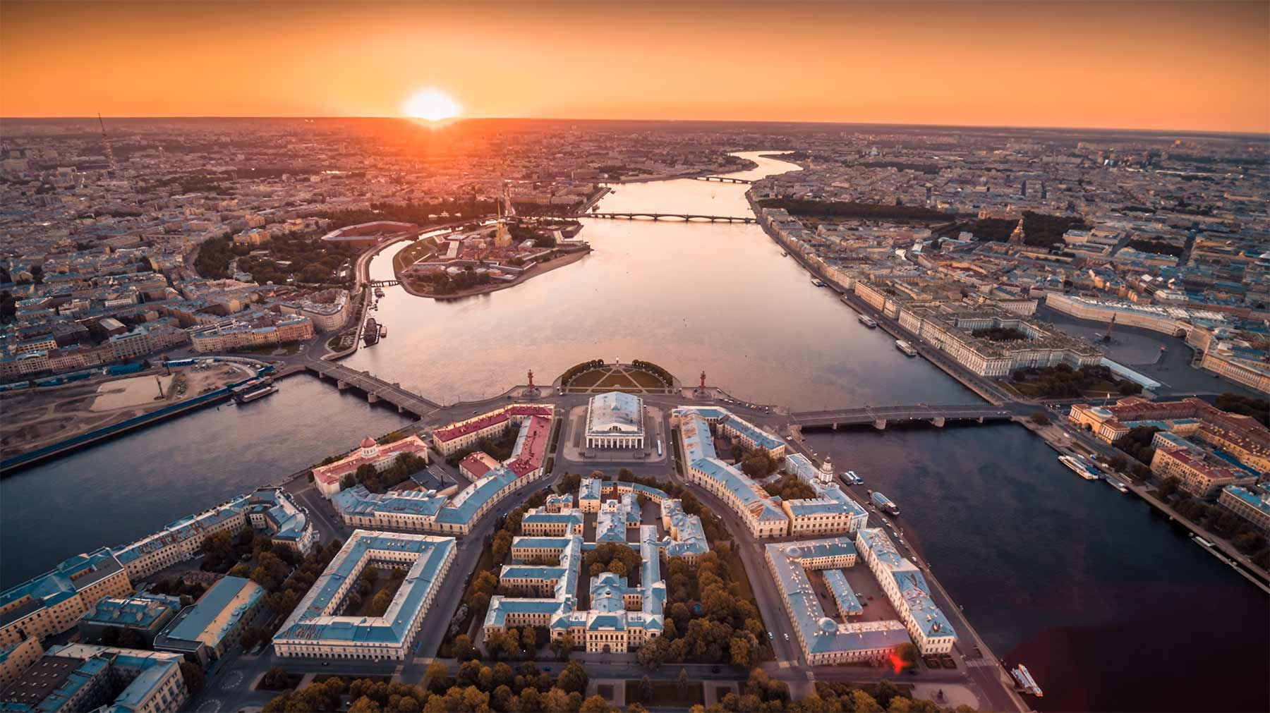 Sankt Petersburg im wunderschönen Videoportrait aus der Luft The-city-of-white-nights_Saint-Petersburg-drone-video-Timelabpro