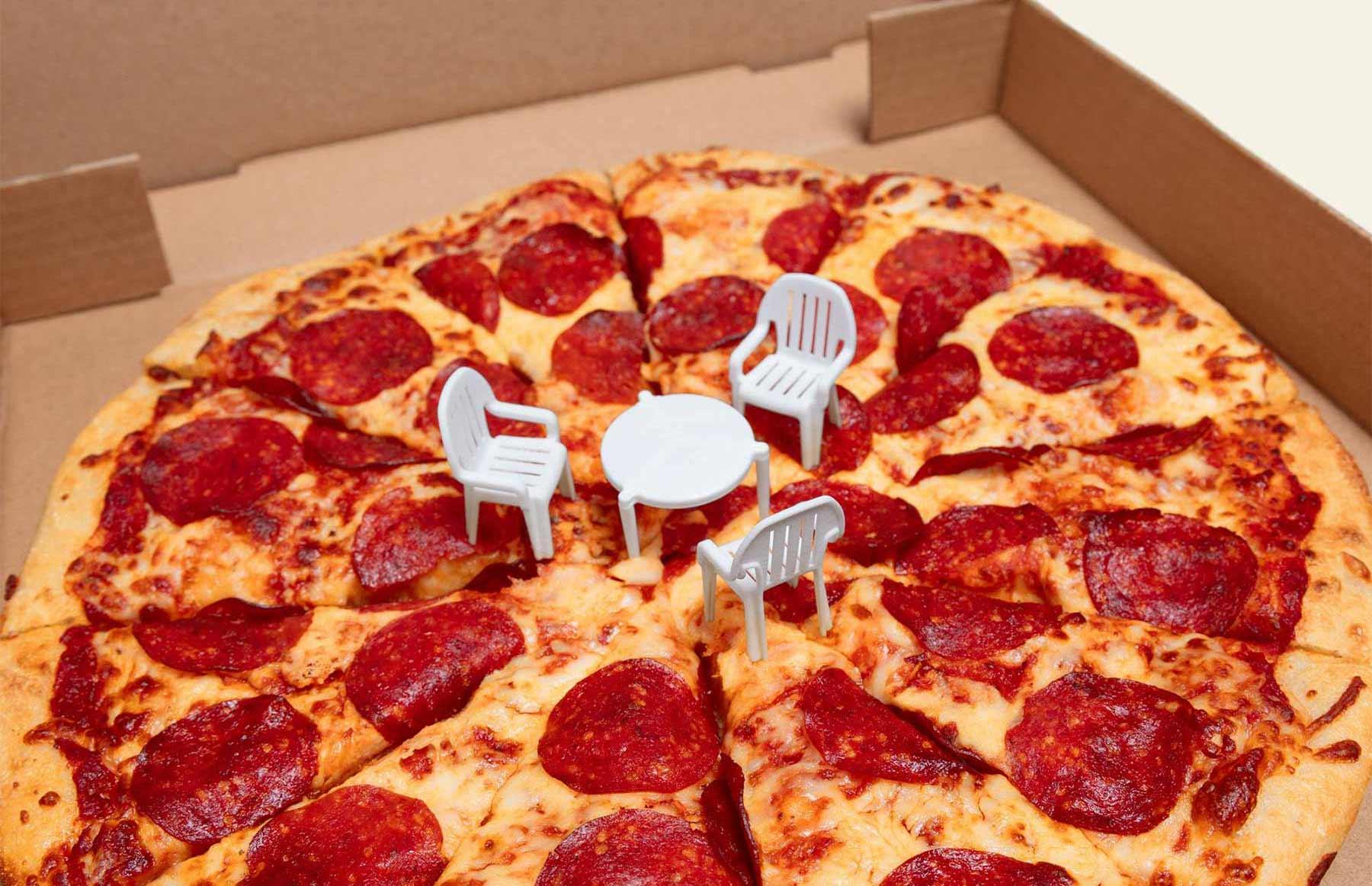 Pizzaabstandshalter wird zum Miniaturtisch