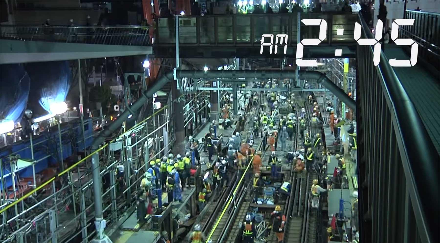 1.200 Leute legen in einer Nacht eine Bahnstrecke tiefer