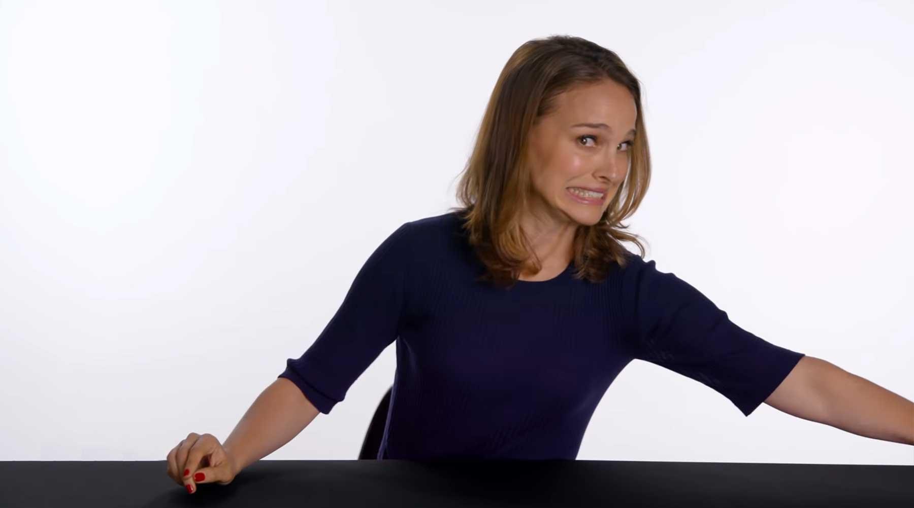 Natalie Portman versucht, ihre alten Interviewantworten zu erraten