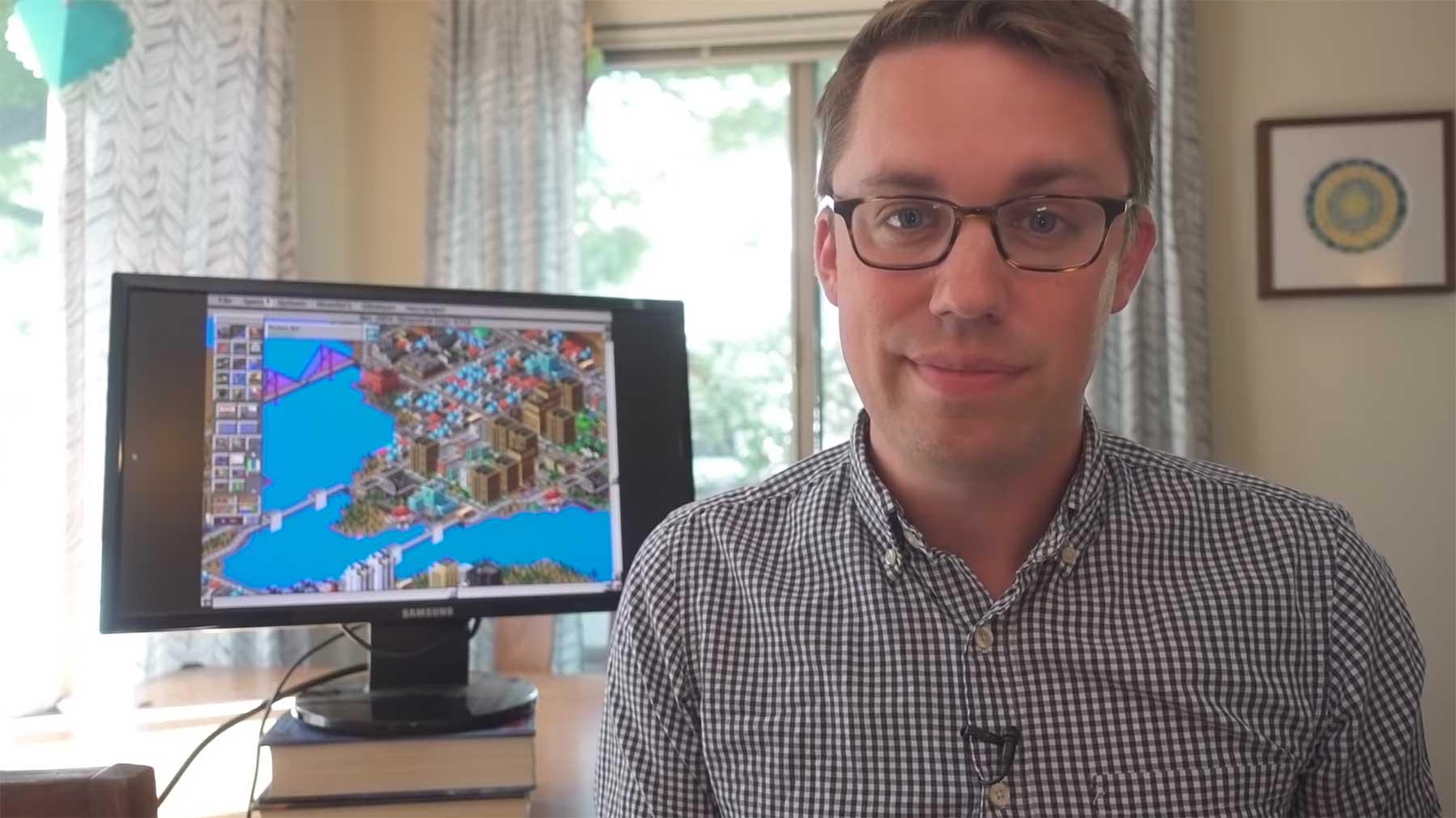 Ein professioneller Stadtplaner spielt Sim City 2000 stadtplaner-spielt-sim-city-2000