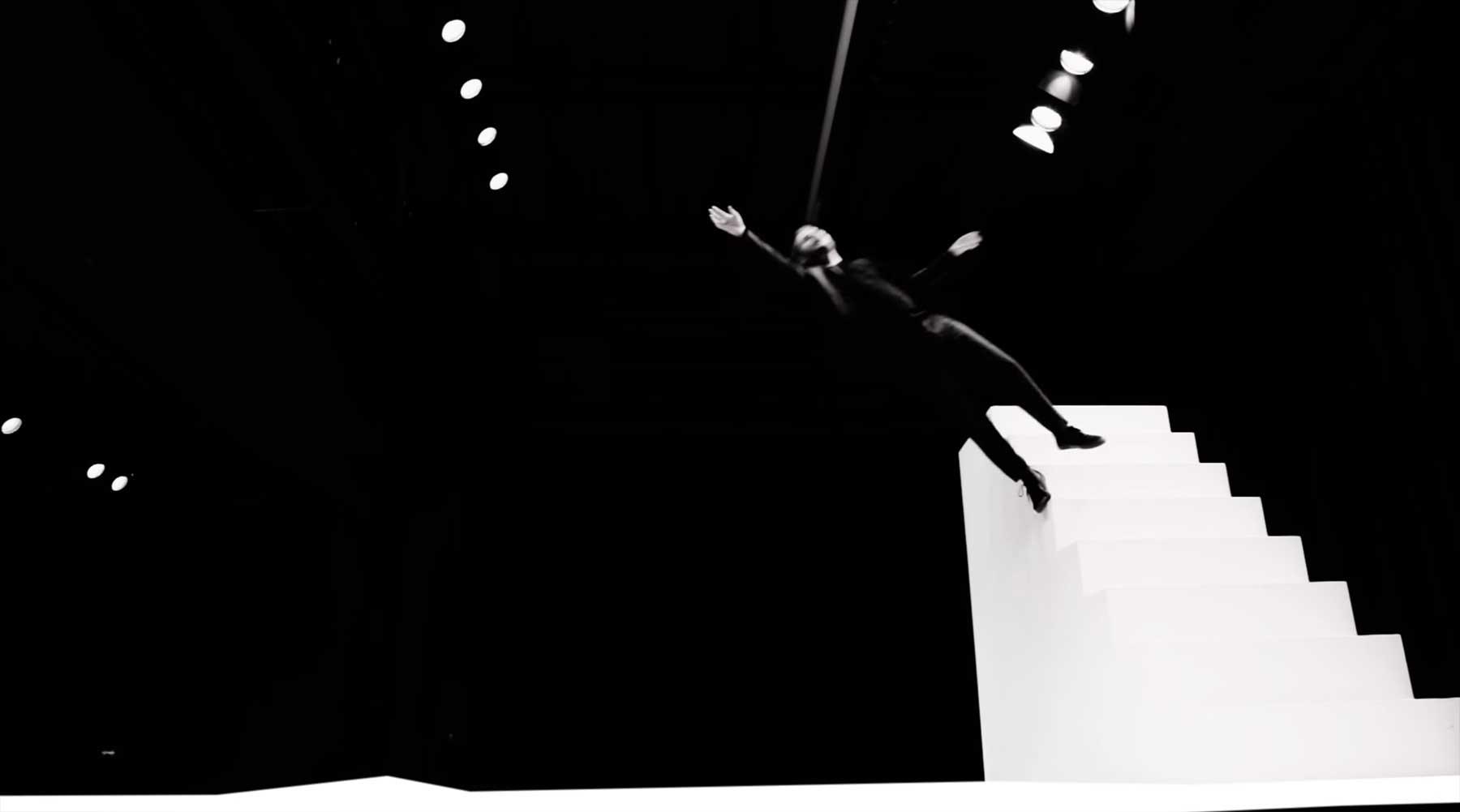 Magischer Trampolin-Treppen-Tanz Clair-de-lune-Debussy-Alexandre-Tharaud-Yoann-Bourgeois_piano-dance