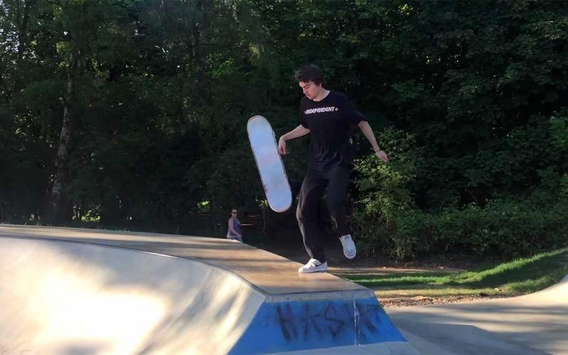 Smoothe Skateboard-Tricks von Ellis Frost