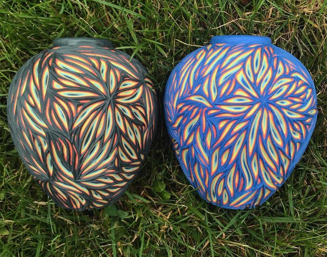 Vielschichtige Vasen-Schnitzer Sean-Forest-Roberts-carved-vases_02