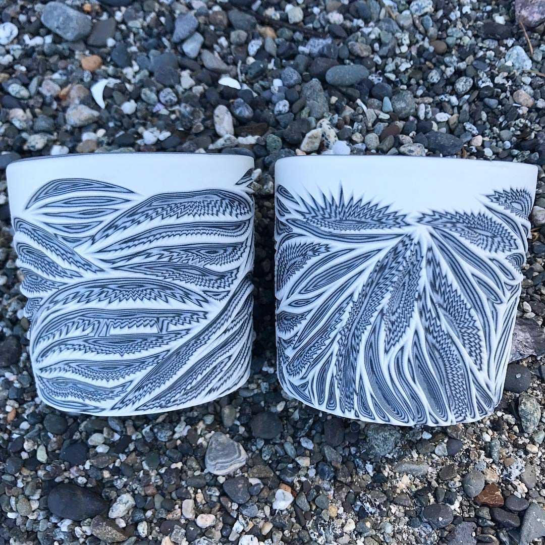 Vielschichtige Vasen-Schnitzer Sean-Forest-Roberts-carved-vases_03