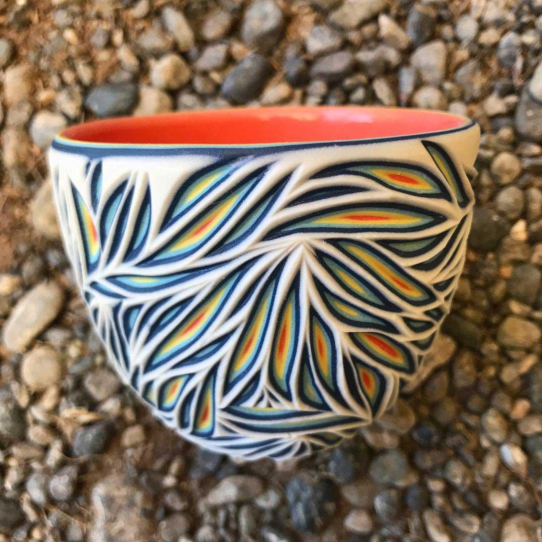 Vielschichtige Vasen-Schnitzer Sean-Forest-Roberts-carved-vases_05