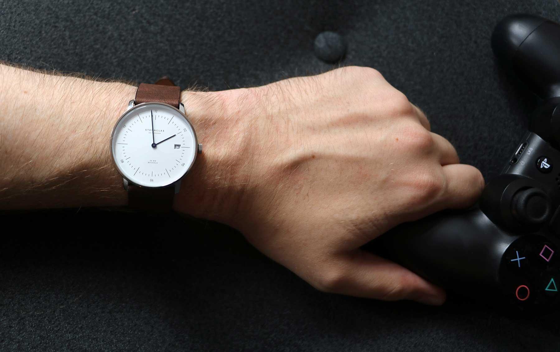 Die neuen Bauhaus-Uhren von STERNGLAS im Test: NAOS Sternglas-NAOS-Uhr-Test_08