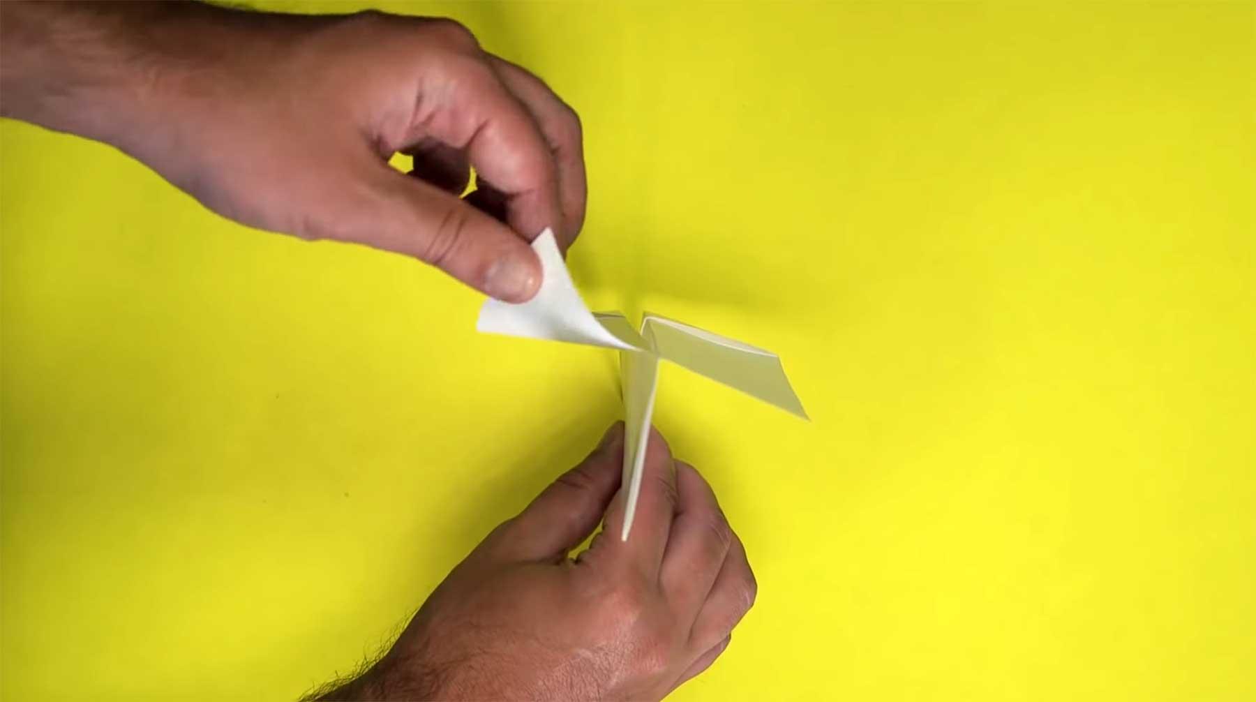 So baut ihr den Weltrekord-Papierflieger nach