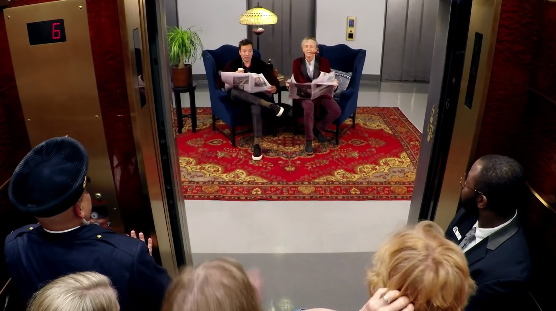 Jimmy Fallon und Paul McCartney überraschen NBC-Besucher jimmy-fallon-paul-mccartney-fahrstuhl-gags
