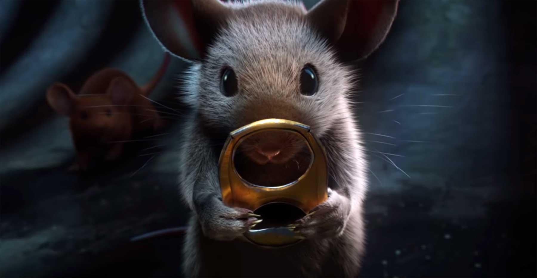 """""""Herr der Ringe"""" mit Mäusen und einer goldenen Getränkedosenlasche"""