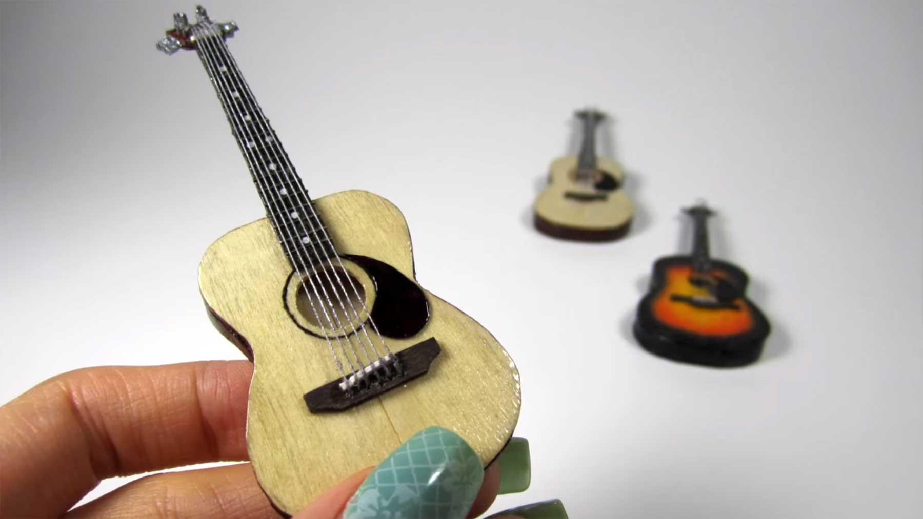 Miniatur-Gitarren aus Eis am Stiel-Stielen basteln miniaturgitarren-aus-holzstaeben