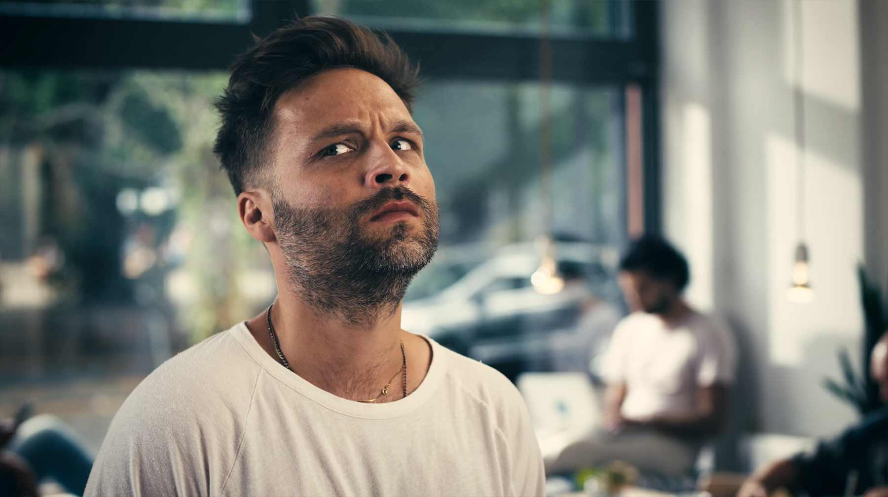 Tim Sander rappt über die nervige Superlativ-Gesellschaft T-der-Baer-Stesteste-musikvideo
