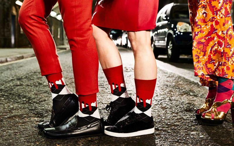 Diese blutigen Socken sind perfekt für Halloween!