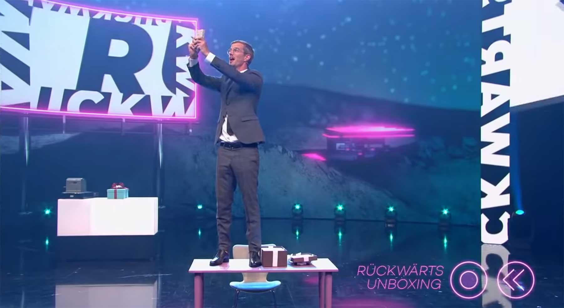"""Zum Tränen lachen: """"Die Rückwärtsshow"""" die-rueckwaertsshow-beste-show-der-welt"""